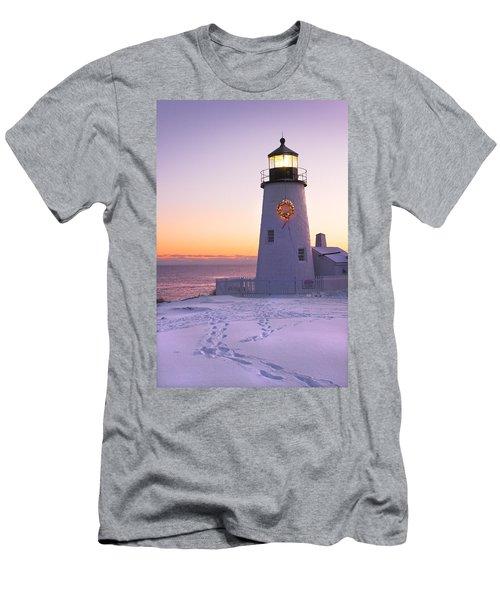 Pemaquid Point Lighthouse Christmas Snow Wreath Maine Men's T-Shirt (Athletic Fit)