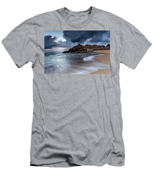 Praia Formosa Men's T-Shirt (Athletic Fit)