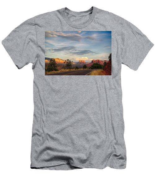 Sedona Arizona Allure Of The Red Rocks - American Desert Southwest Men's T-Shirt (Athletic Fit)