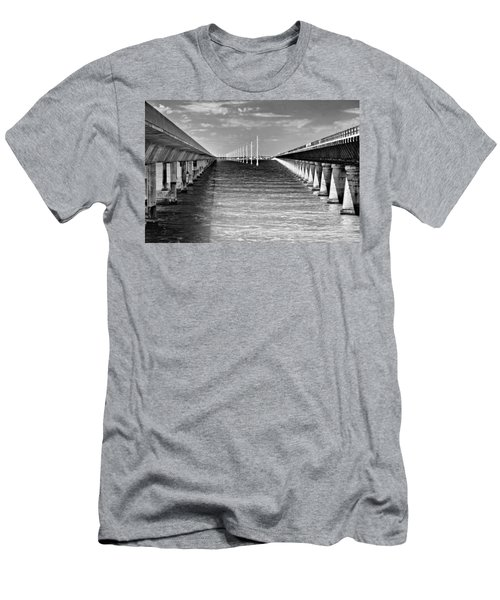 seven mile bridge BW Men's T-Shirt (Athletic Fit)