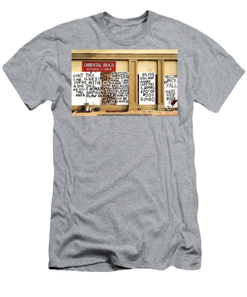Sign Of Distress Post Hurricane Katrina Message Men's T-Shirt (Athletic Fit)
