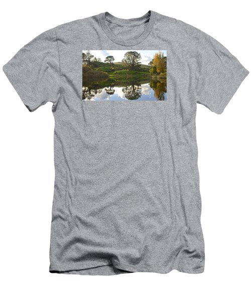 The Shire Middle Earth Men's T-Shirt (Athletic Fit)