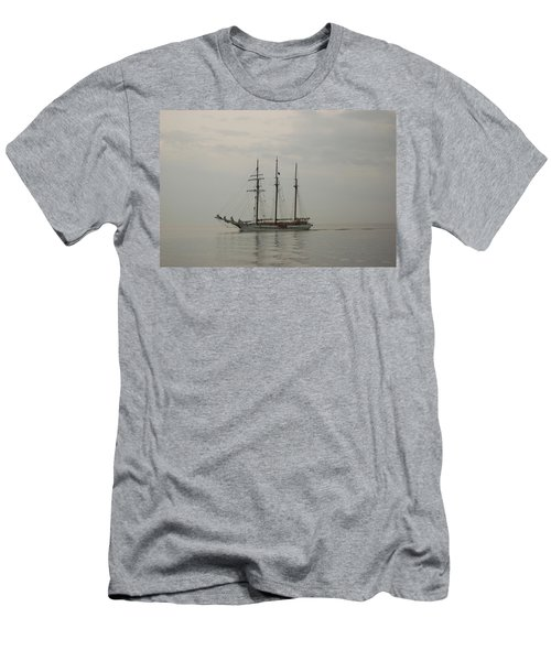 Topsail Schooner Mystic Men's T-Shirt (Athletic Fit)