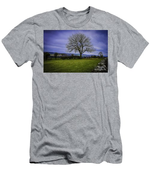 Tree - Hadrian's Wall Men's T-Shirt (Athletic Fit)