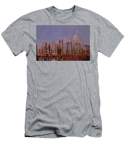 Venezia E La Nebbia Men's T-Shirt (Athletic Fit)