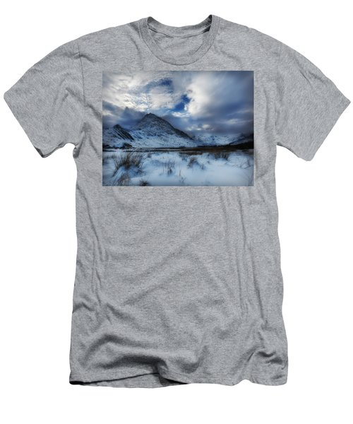 Winter At Tryfan Men's T-Shirt (Athletic Fit)