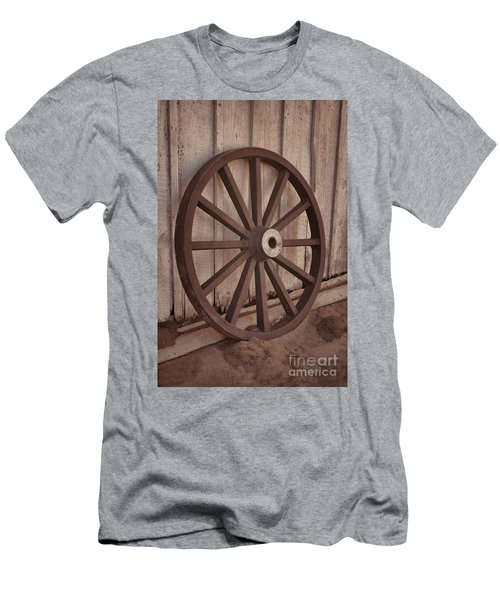 An Old Wagon Wheel Men's T-Shirt (Athletic Fit)