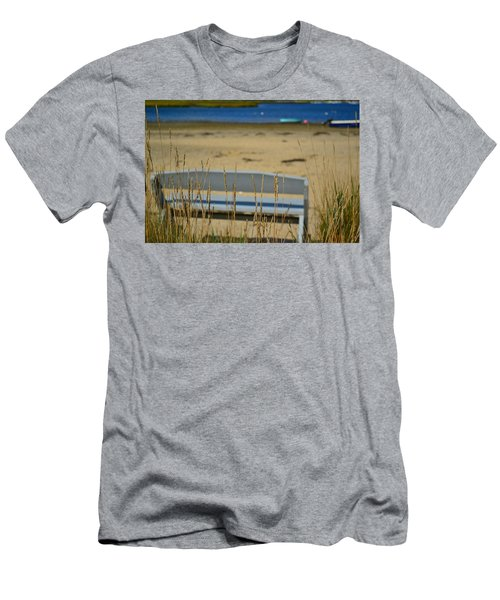 Bench On The Beach Men's T-Shirt (Athletic Fit)