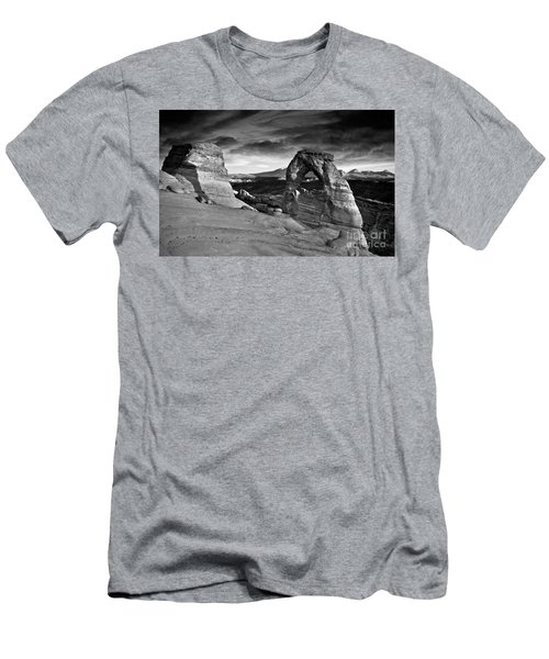 Delicate Arch Bw Men's T-Shirt (Athletic Fit)