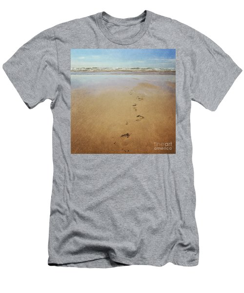 Footprints In The Sand Men's T-Shirt (Slim Fit) by Lyn Randle