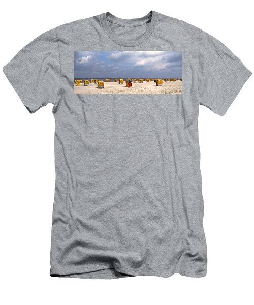 Laboe Beach ... Men's T-Shirt (Athletic Fit)