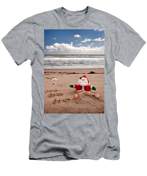 Santa At The Beach Men's T-Shirt (Athletic Fit)