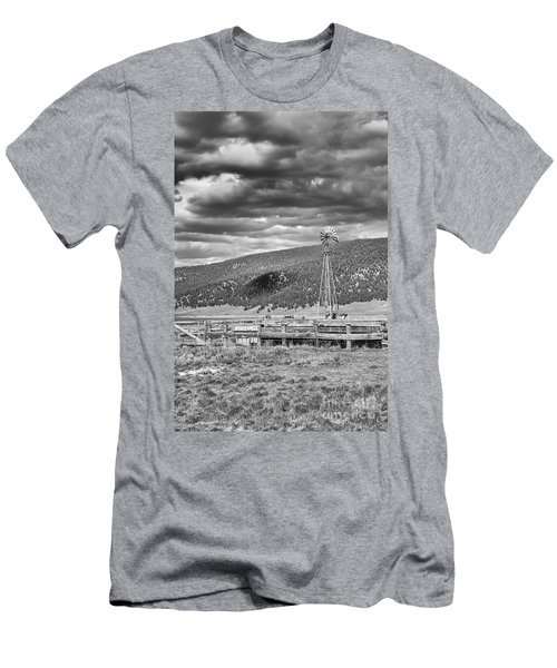 the lonly windmill in B and W Men's T-Shirt (Athletic Fit)