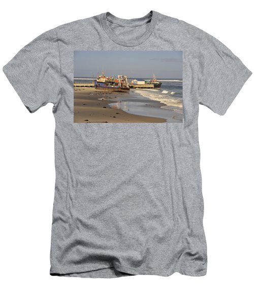 Boats Aground Men's T-Shirt (Athletic Fit)