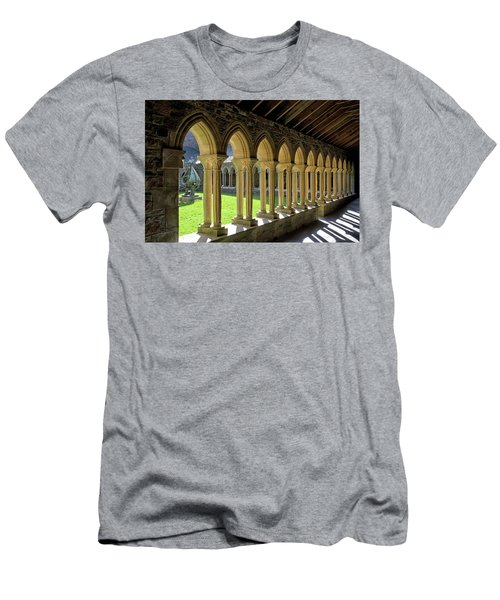 Iona Abbey Scotland Men's T-Shirt (Athletic Fit)