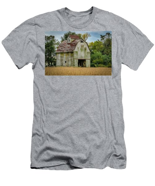 Iowa Barn Men's T-Shirt (Athletic Fit)