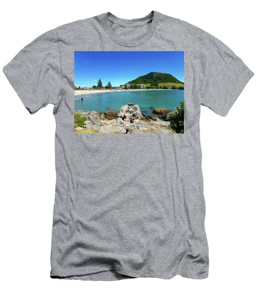 Mount Maunganui Beach 8 - Tauranga New Zealand Men's T-Shirt (Athletic Fit)