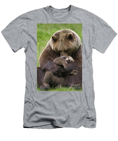 Mother Bear Cuddling Cub Men's T-Shirt (Slim Fit) by Arterra Picture Library