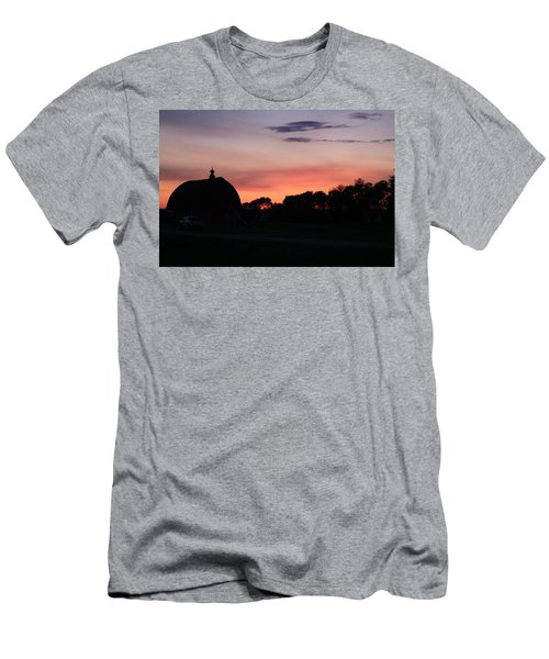 Barn Sunset Men's T-Shirt (Athletic Fit)