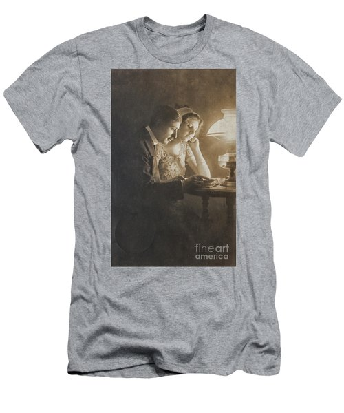 Vintage Loving Couple Reading With Oil Lamp Men's T-Shirt (Athletic Fit)
