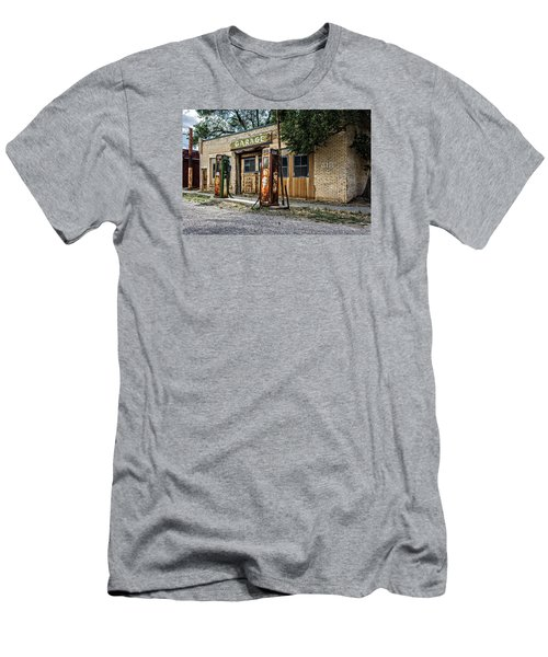 Abandoned Garage Men's T-Shirt (Athletic Fit)