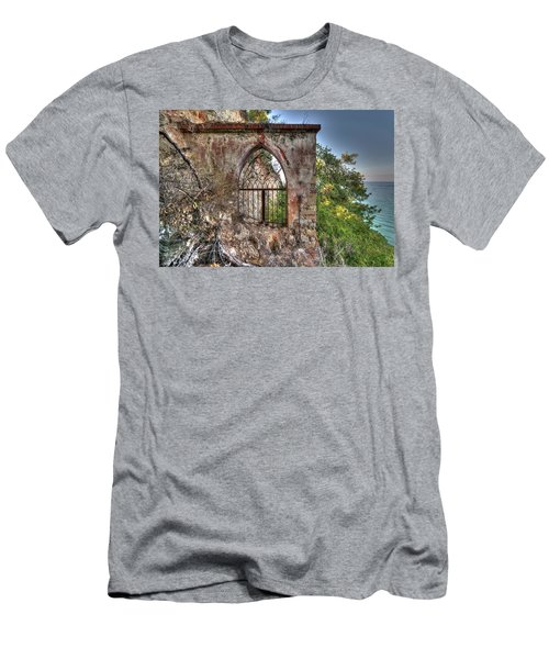 Abandoned Places Iron Gate Over The Sea - Cancellata Sul Mare Men's T-Shirt (Athletic Fit)