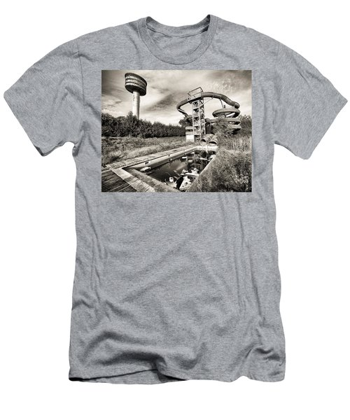 abandoned swimming pool - Urban decay Men's T-Shirt (Athletic Fit)