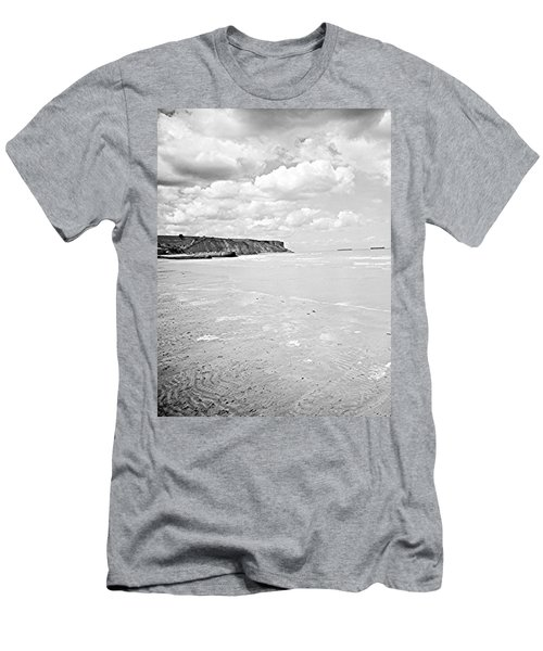 Arromanches-les-bain Men's T-Shirt (Athletic Fit)