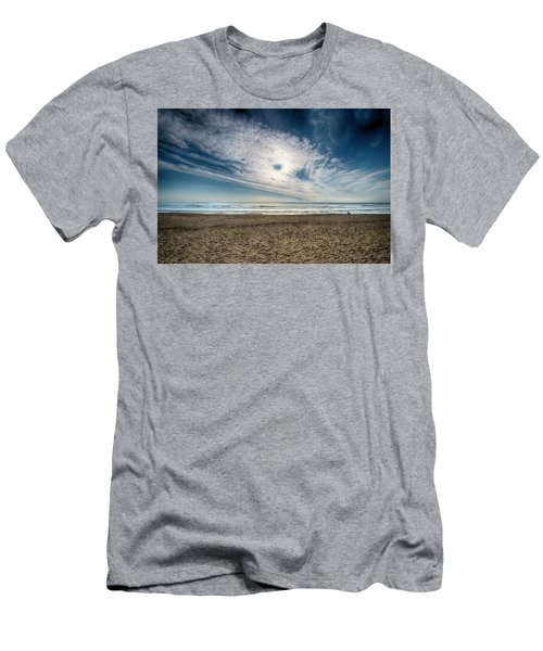 Beach Sand With Clouds - Spiagggia Di Sabbia Con Nuvole Men's T-Shirt (Athletic Fit)