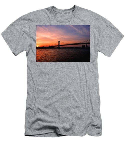 Ben Franklin Bridge Sunset Men's T-Shirt (Athletic Fit)