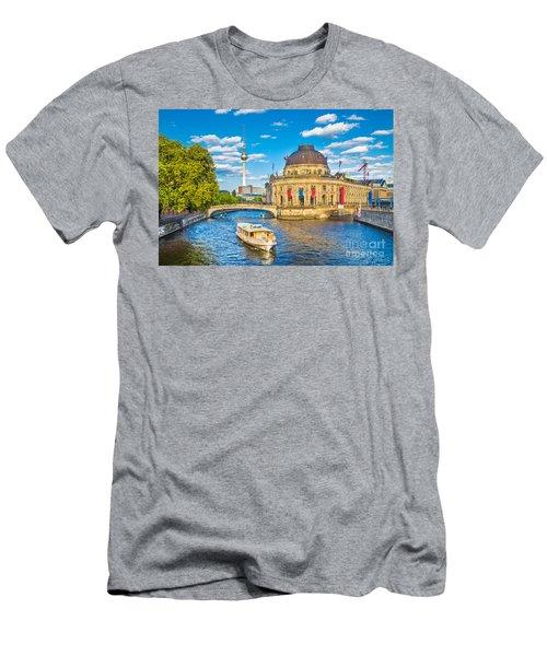 Berlin Museum Island Men's T-Shirt (Athletic Fit)
