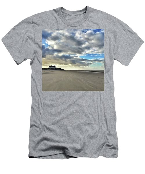 Brancaster Beach This Afternoon 9 Feb Men's T-Shirt (Athletic Fit)