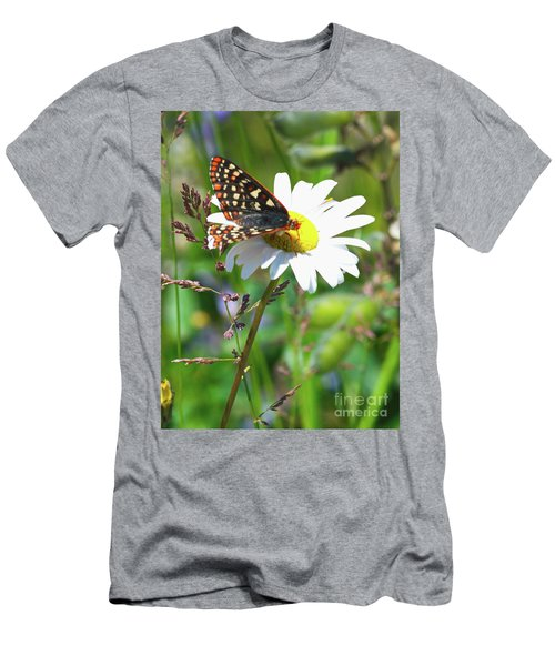 Butterfly On A Wild Daisy Men's T-Shirt (Athletic Fit)