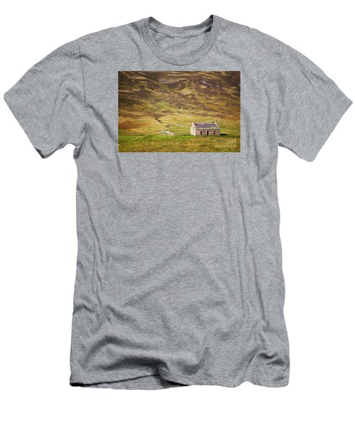 Cairngorms Cottage Men's T-Shirt (Athletic Fit)