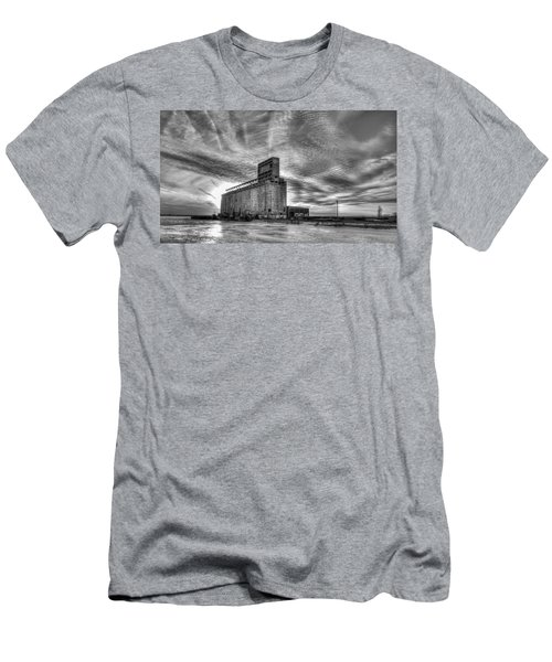 Cargill Sunset In B/w Men's T-Shirt (Athletic Fit)
