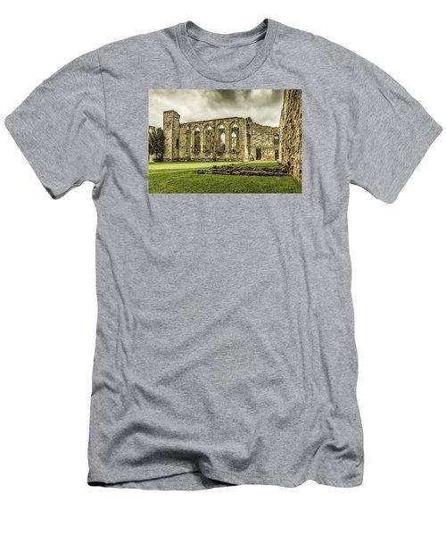 Castle Ruins Men's T-Shirt (Athletic Fit)