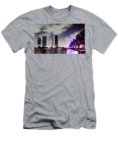 Causeway Bridge Skyline Men's T-Shirt (Athletic Fit)