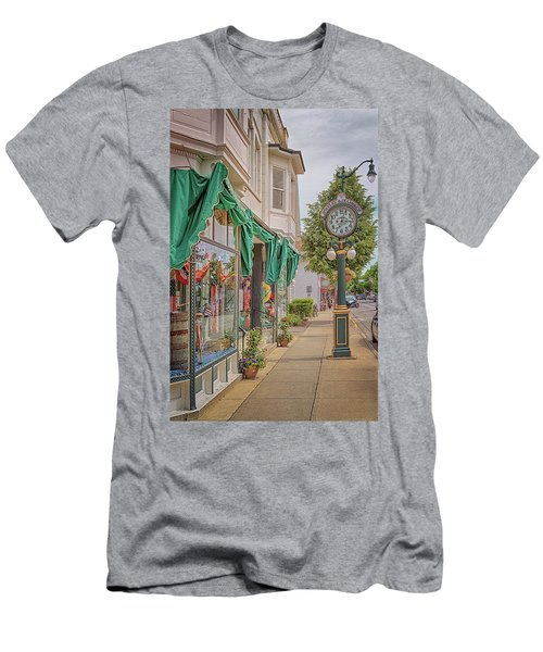 Cedarburg Street Clock Men's T-Shirt (Athletic Fit)