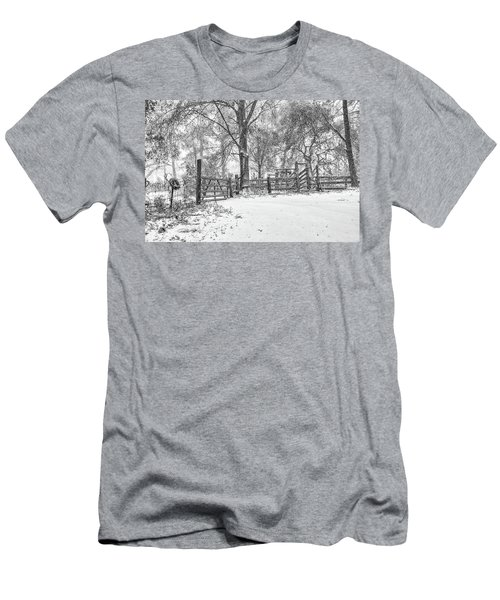 Cow Pen Snow Scene Men's T-Shirt (Athletic Fit)