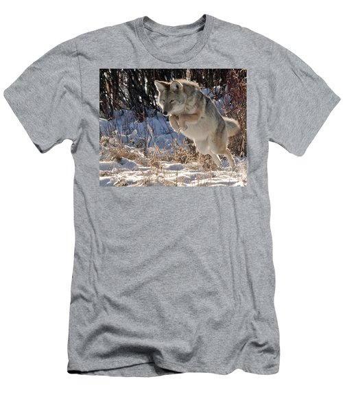 Coyote In Mid Jump Men's T-Shirt (Athletic Fit)
