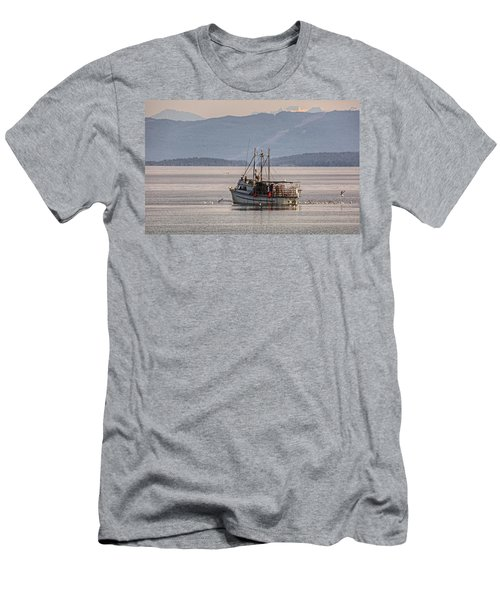 Crabbing Men's T-Shirt (Athletic Fit)