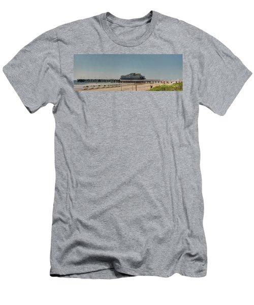 Daytona Beach Pier Pano Men's T-Shirt (Athletic Fit)
