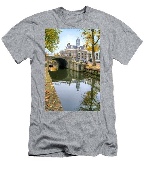 Edam Town Hall Men's T-Shirt (Athletic Fit)