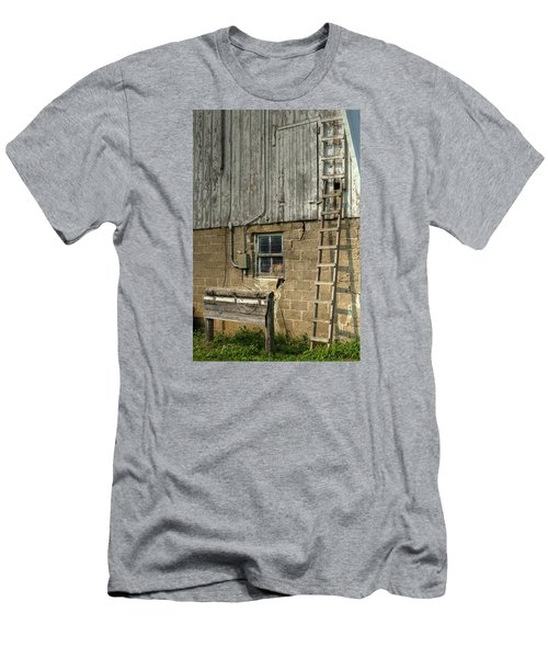 Farm Cat In Barn Men's T-Shirt (Athletic Fit)