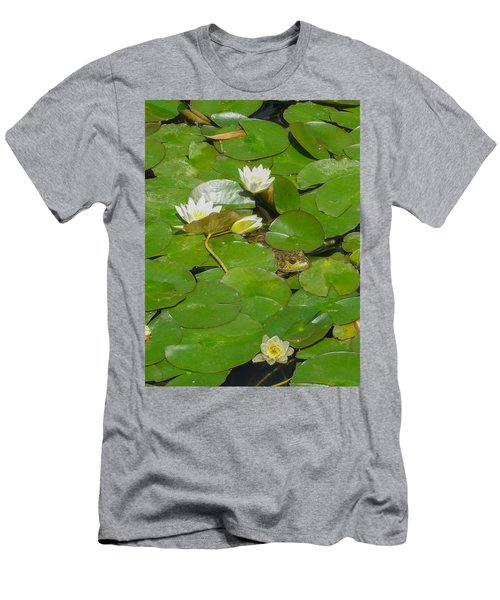Frog With Water Lilies Men's T-Shirt (Slim Fit)
