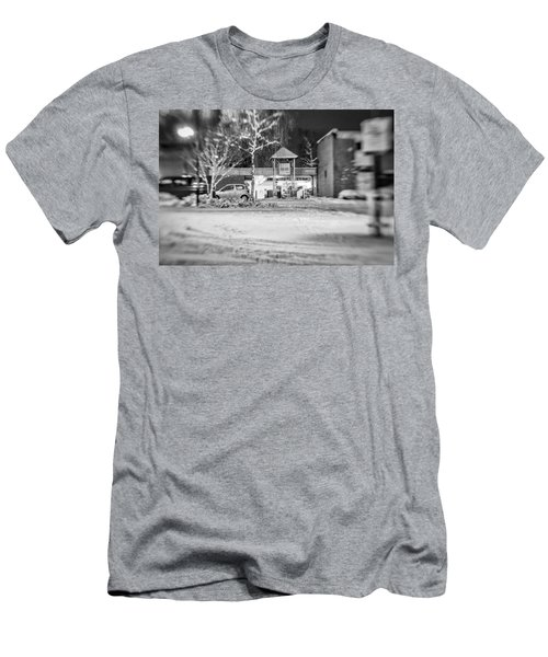 Hale Barns Square In The Snow Men's T-Shirt (Athletic Fit)