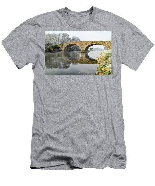 Kilsheelan Bridge In Winter  Men's T-Shirt (Athletic Fit)