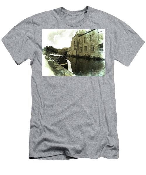 Leeds Liverpool Canal Unchanged For 200 Years Men's T-Shirt (Athletic Fit)