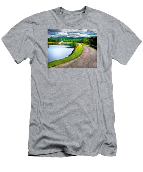 Lone Highland Farm Men's T-Shirt (Athletic Fit)