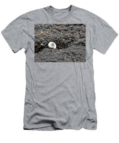 Lone Seashell Men's T-Shirt (Athletic Fit)